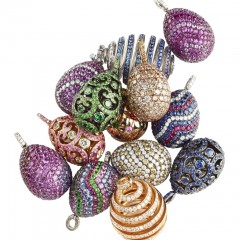 Fabergé Egg Pendant available on board of VistaJet