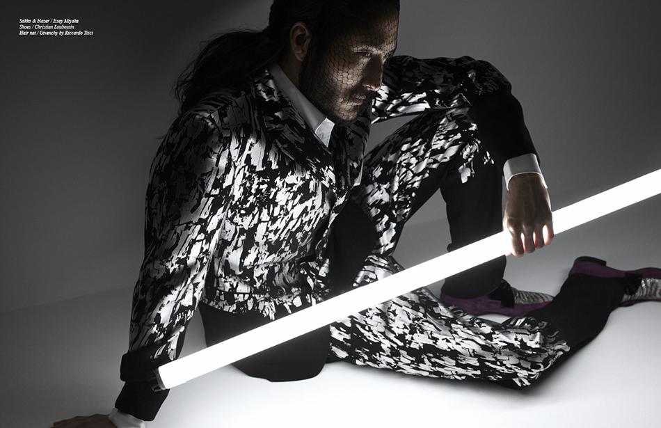 Sakko & blazer / Issey Miyake Shoes / Christian Louboutin Hair Net / Givenchy by Riccardo Tisci