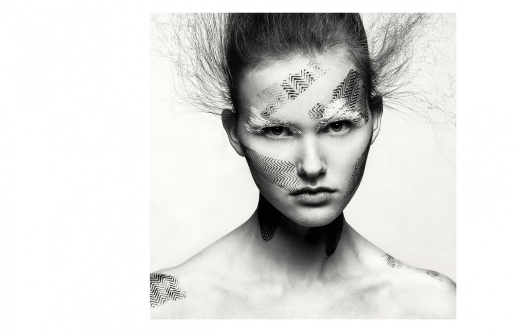 Femke @MichaModels wears Make Up / CHANEL Fixing using Mineral hairspray / Keune