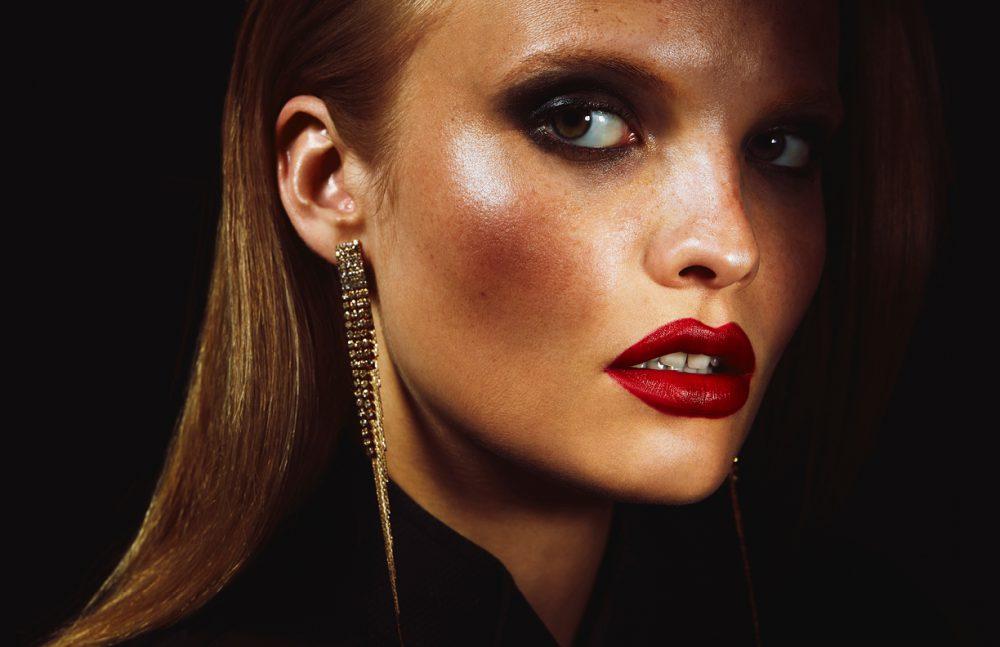 Make Up / MAC Cosmetics Lips / Vamplify Modern Drama Skin / Face and Body C1 Cheeks / Cream Color Base Bronze Eyes / Brooke Candy Blackyang