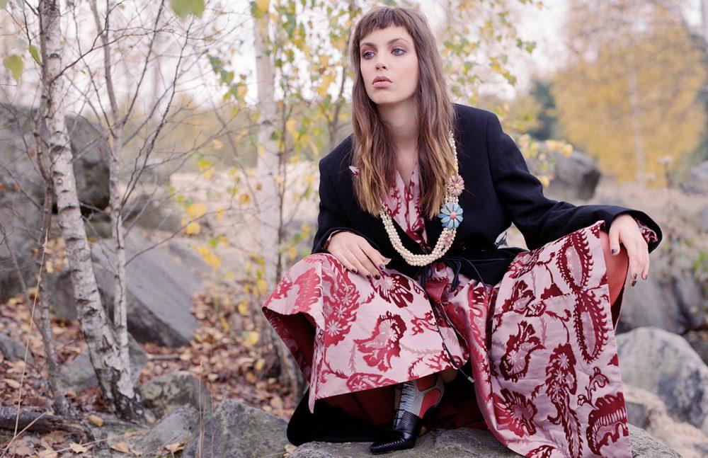 Dress & Shoes / Dior Coat / Lemaire Tights / FALKE Belt / Léa Peckre Necklace / CHANEL