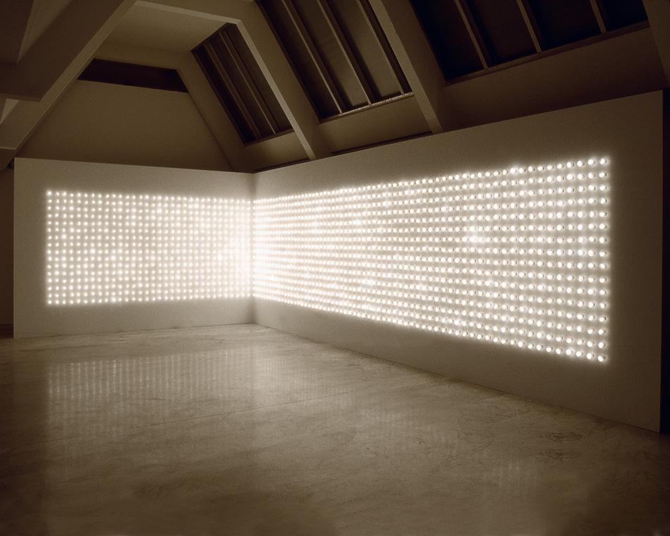 Carsten Höller Light Corner 2001 Bulbes lumineux, programmateur 192 × 98 cm (chaque) Paris, CNAP, Centre national des arts plastiques, inv.Fnac 04-186 © Centre national des arts plastiques © Adagp, Paris 2013