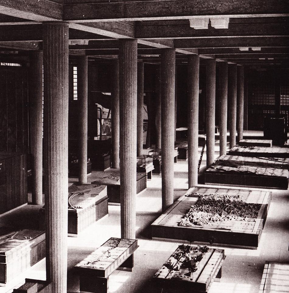 Palais d'Iéna, Paris Former Museum of Public Works Hypostyle hall 1939 © Roger-Viollet Photo: Harlingue Viollet