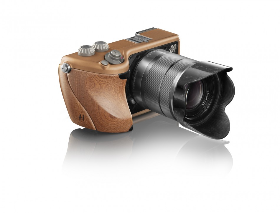 Hasselblad Lunar Compact in Mahogany/