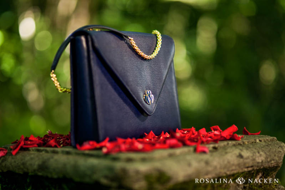 Each Shelle Classica and Shelle Futura come with detachable gold plated straps. You can use your handbag for work and transform it into a glamorous evening clutch by simply changing the strap.