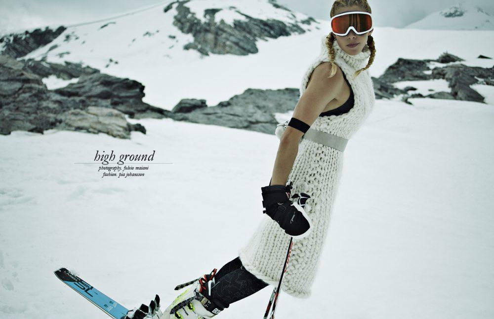 Goggles / Smith  Dress / Angelia Ami  Bra / H&M  Mittens / Reusch  Leggings / Lotto  Pouch / VicMatiè