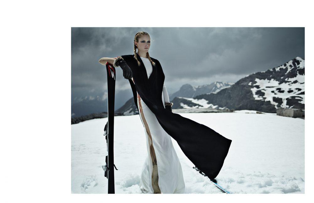 Black dress / Fiammetta Pancaldi  White dress / UEL CAMILO  Gloves / Cairn Abyss